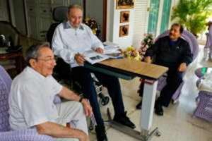 In the undated picture: Fidel, Raul and Daniel. | Photo: Prensa Latina
