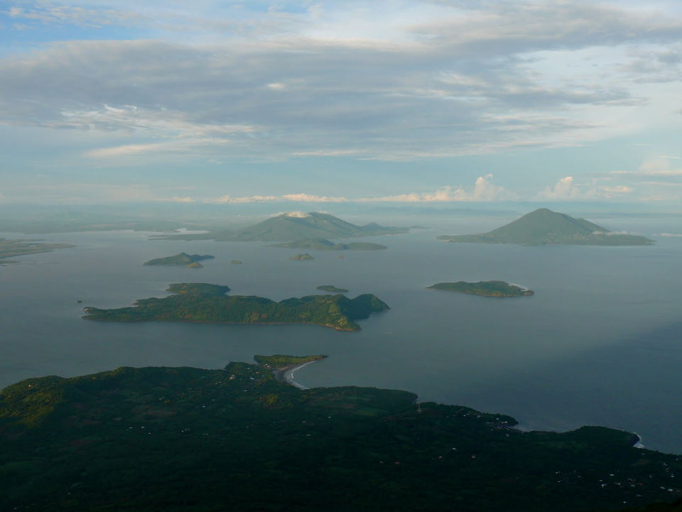 This is a view of the Gulf of Fonseca, a small area, littered with islands, on which three countries border: El Salvador, Honduras and Nicaragua.