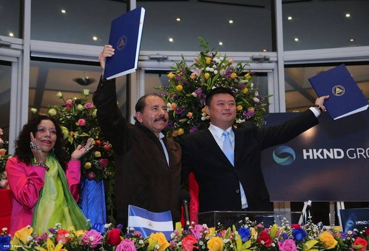 In the photo published in the official government website el19digital.com, are Rosario Murillo (left), Daniel Ortega (centre) and Wang Jim (right).
