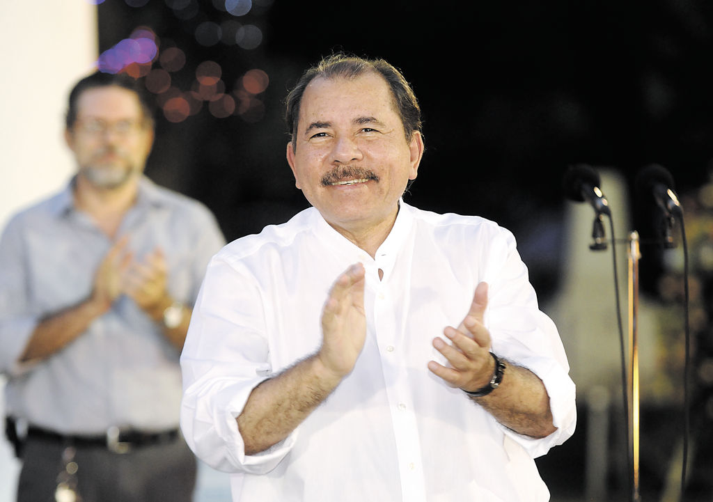 Managua, Nicaragua.23/Junio/2014: El presidente de Nicaragua Daniel Ortega durante una ofrenda floral en el Mausoleo de Carlos Fonseca. Foto:Jorge Torres/ LA PRENSA.
