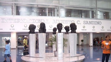 800px-Sandino_International_Airport_-_Sculptures