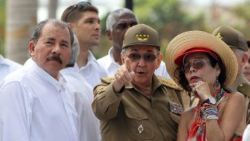 Daniel Ortega (left) and his wife, Rosario Murillo, with Raul Castro a couple of years back. Photo LA PRENSA/EFE