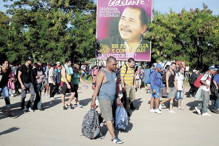 emigrantes cubanos en peÒas blancas